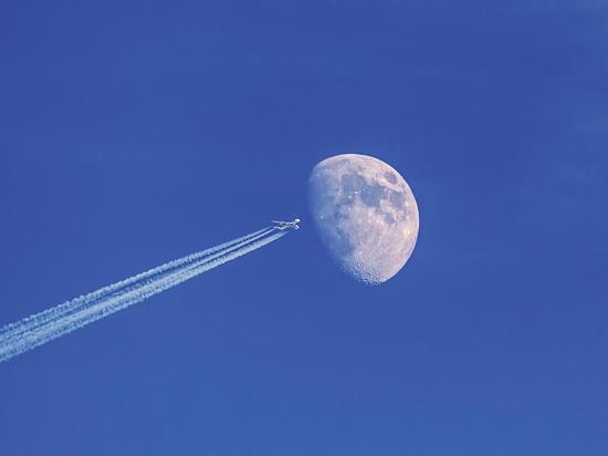 Названы неожиданные опасности длительных авиаперелетов