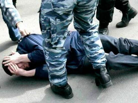 В Новочебоксарске пьяный полицейский избил случайного прохожего