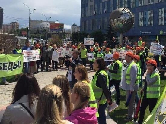 Новосибирские «Желтые жилеты» вышли на улицу в защиту лицея №22