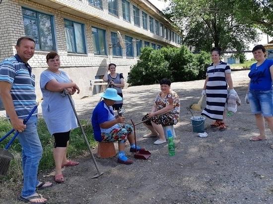 Учителя в районе Калмыкии убирали планету