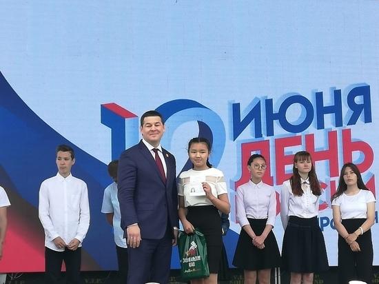 Паспорта и награды вручили на митинге в День России в Чите