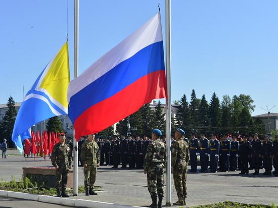 В День России состоялась торжественная церемония поднятия государственных флагов России и Тувы
