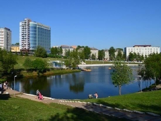 В Кирове парки и скверы ко Дню города обработали от клещей