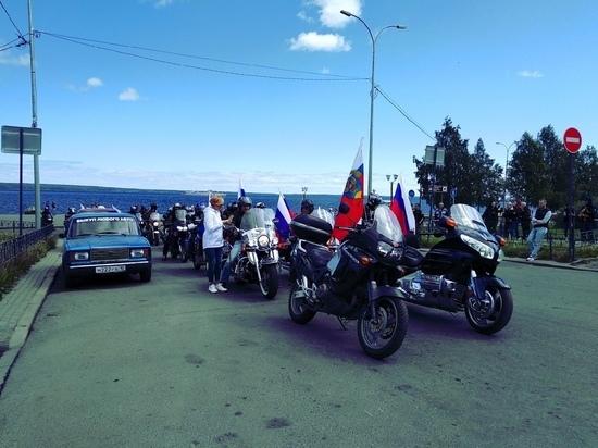 Что это было, Пух: байкеры промчались по Петрозаводску с флагами