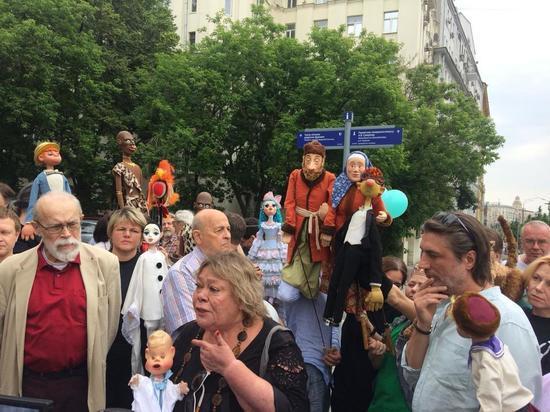 Бунт в Театре кукол: актеры митингуют против нового начальства