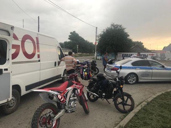 Автомотовзвод следит за мотоциклистами на Ставрополье