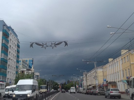 Гроза с градом надвигается на Калугу