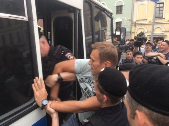 Алексей Навальный отпущен из ОМВД