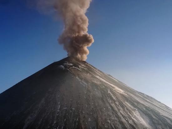 На Камчатке активизировался вулкан Ключевской