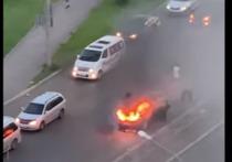 На Воронова на ходу вспыхнула иномарка
