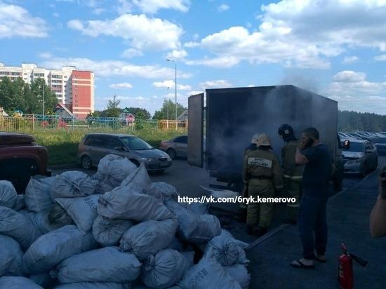 В Кемерове  горела ГАЗель с древесным углём
