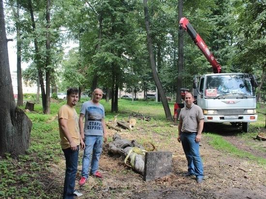 В Серпухове отреставрируют скульптуру рабочего со свитком