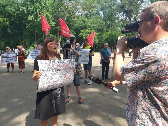 Более 70 человек вышли ни пикет за сохранение троллейбусов в Краснодаре