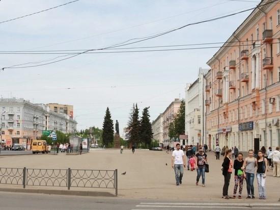 Активисты ОНФ обратили внимание прокуратуры на отсутствие зелени на площади Ленина