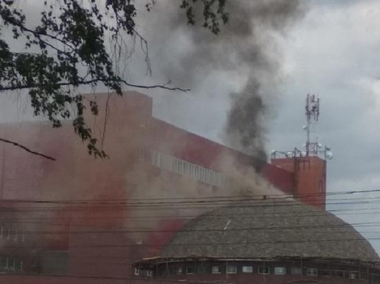 Более 400 человек эвакуировали из-за пожара в академии САМБО