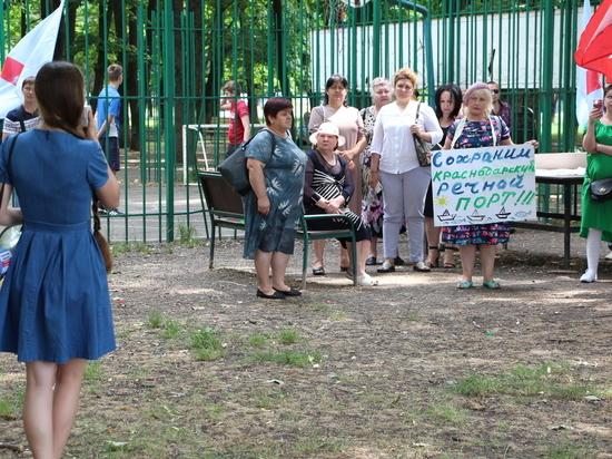 Работники трёх краснодарских заводов вышли на митинг, требуя сохранить их предприятия