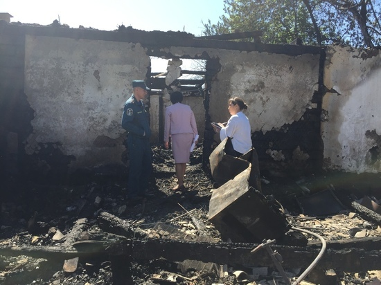 В Туве две многодетные семьи лишились жилья из-за пожара. Два человека погибли