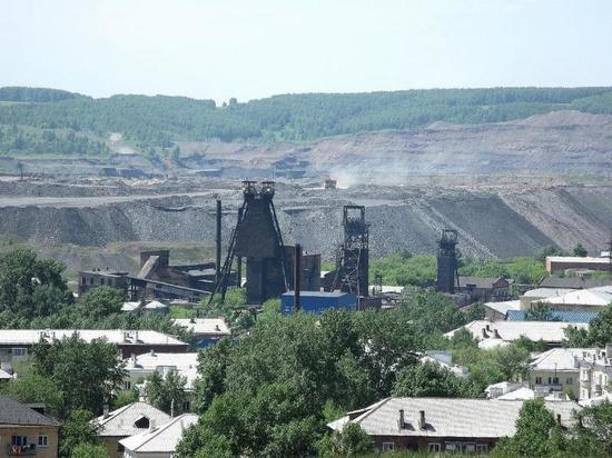 В Киселёвске собравшиеся эмигрировать жители пожаловались на горящую землю