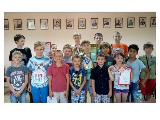 В Серпухове юные шахматисты разыграли награды блиц-турнира