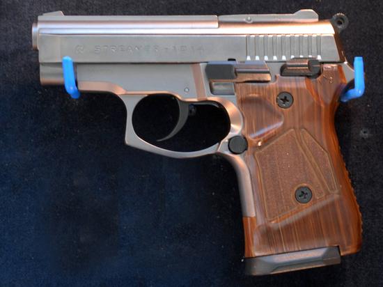 Школьница случайно выстрелила в себя из отцовского пистолета из-за селфи