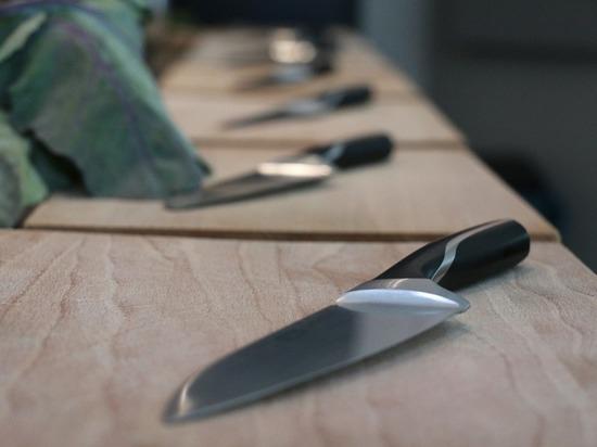 В московском магазине упавший нож едва не отрезал покупателю ногу
