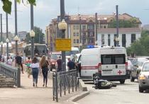 В центре Пскова сбили мотоциклиста