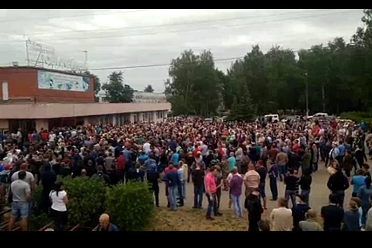 Картинки по запросу Восставшие против цыган жители Пензенской области перекрыли трассу M5