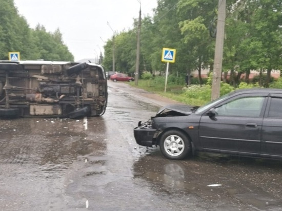 В Ивановской области столкнулись KIA и УАЗ