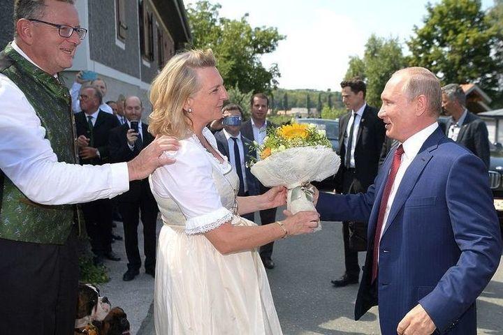 Карин Кнайсль рассказала историю появления Путина на своей свадьбе