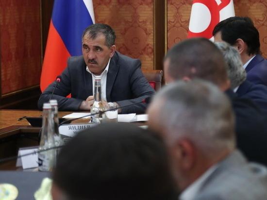Евкуров поручил расселить 10 семей из сгоревшего барака в Сунже