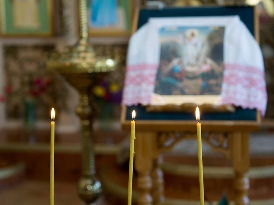 Православные верующие отмечают праздник Святой Троицы