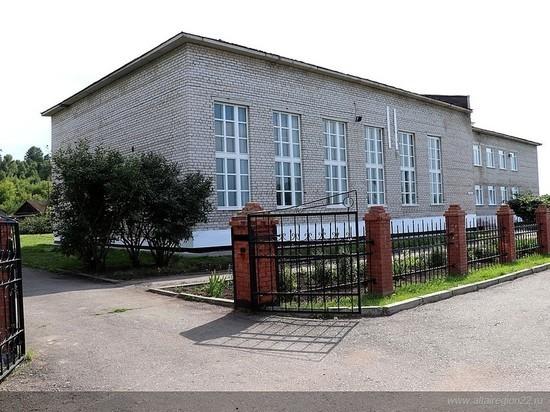 Как живет школа в алтайском селе, выжившая после звонка на прямую линию Путину