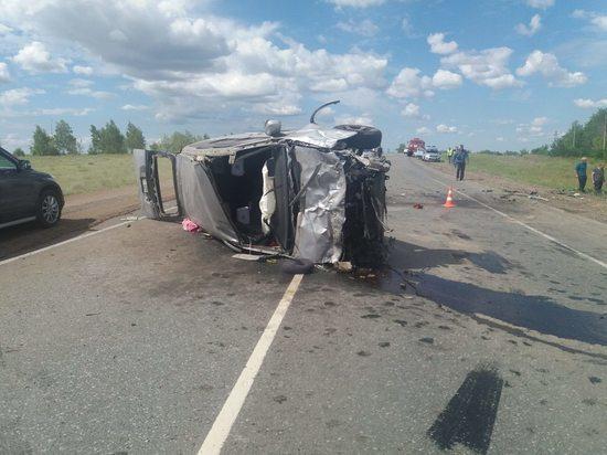 На трассе «Оренбург-Самара» погиб водитель микроавтобуса и госпитализирован ребенок