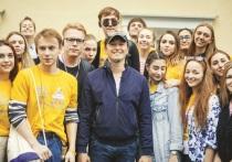 Сергей Безруков показал региональным студентам Москву Станиславского