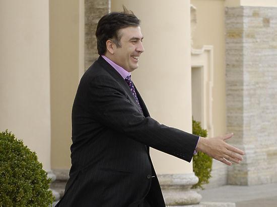 Как Зеленский: Саакашвили пробежал через фонтан вОдессе