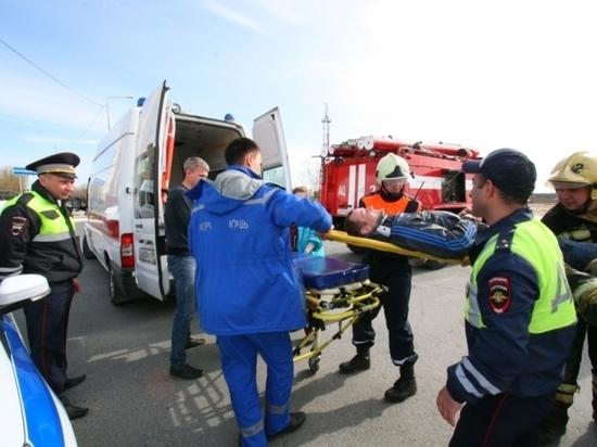 Спасатели освободили пострадавшего в ДТП на учениях в Надыме