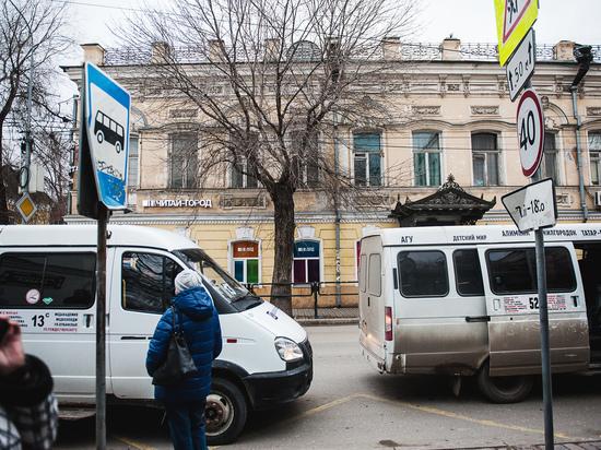 В Астрахани маленький мальчик попал под колеса маршрутки