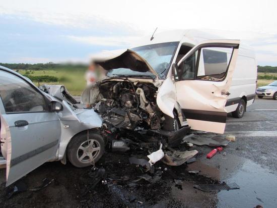 В ДТП с микроавтобусом на Ставрополье двое погибли и 10 пострадали