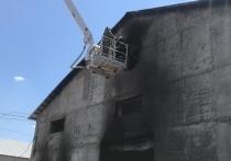 В Азове горит цех по производству матрасов