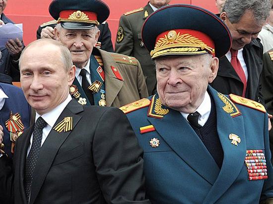 «Выдающийся человек»: кем был умерший генерал КГБ Бобков