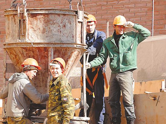 Медведев предложил работать четыре дня: когда ждать заветных изменений