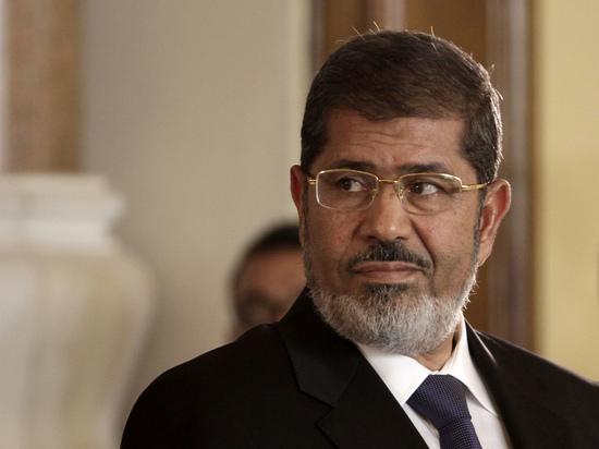 Бывший президент Египта Мохаммед Мурси скончался в суде