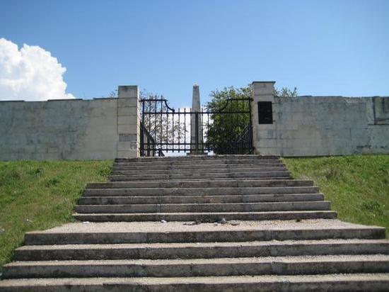 Лондон возмущен уходом за кладбищем британских солдат в Крыму
