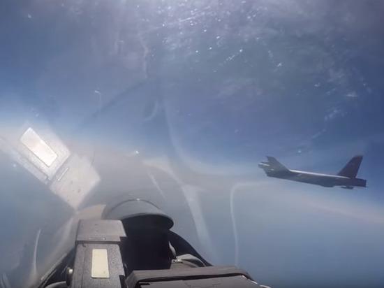 Минобороны показало видео перехвата американского бомбардировщика B-52H