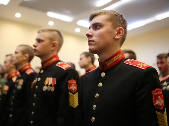 Рекордное число россиян одобрили обязательную службу в армии
