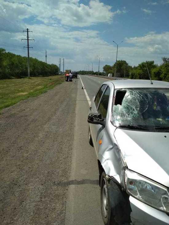 На трассе «Оренбург-Орск» женщина врезалась в рабочего, который ремонтировал дорогу
