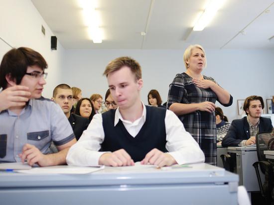В Астрахани объяснили инцидент с «неправильными ручками» на ЕГЭ