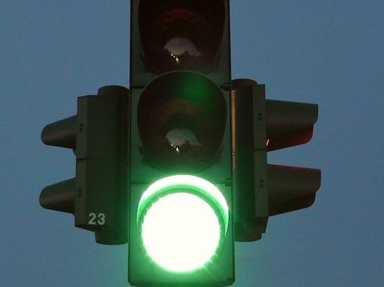 Светофоры на проспекте Гагарина настроят на «зеленую волну»