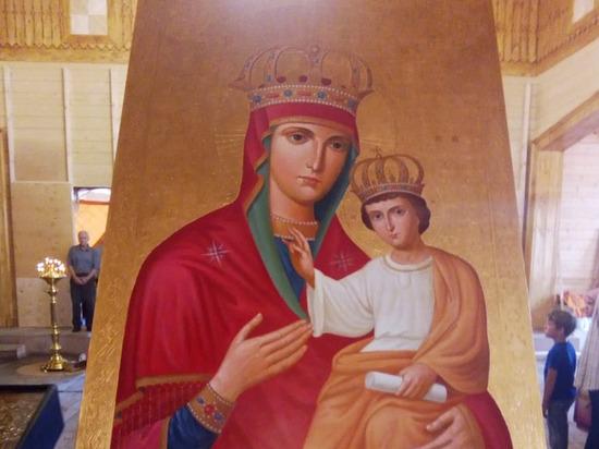 В рязанский храм вернули восстановленную после пожара чудотворную икону