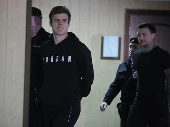 Футболист Кокорин просит поместить его в одну колонию с братом